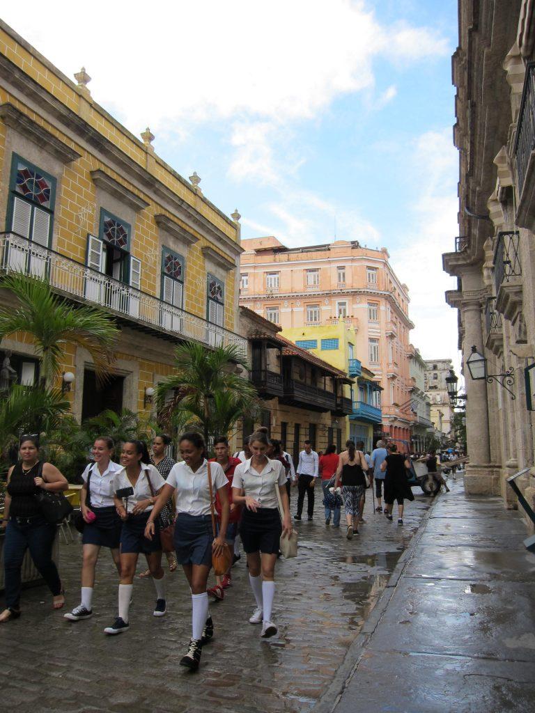 キューバの学生の制服