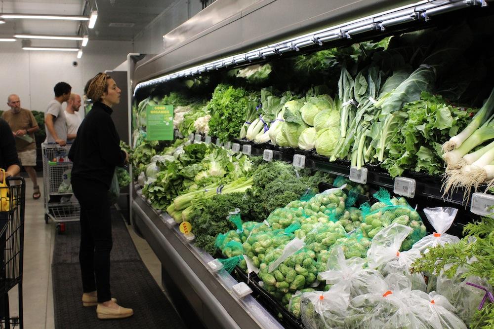 オーガニックを中心とした野菜売り場
