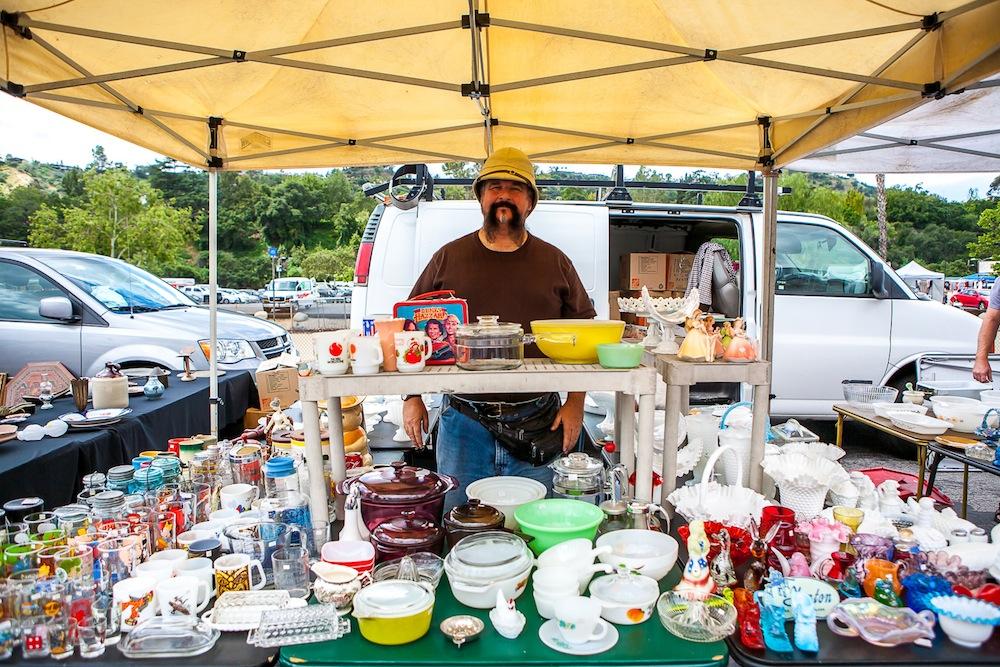 ローズボウルの人:ヴィンテージの食器を扱うお店の男性