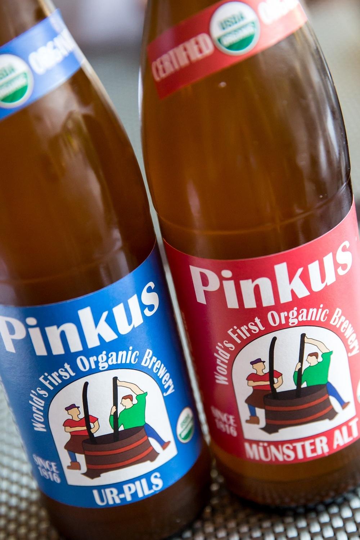 シアトルの「Pinkus Brewery」というブランドのオーガニックビール($11)