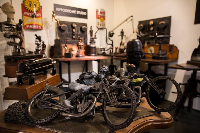 バイク好きの自分的に刺さった、銅製のバイクのオブジェ